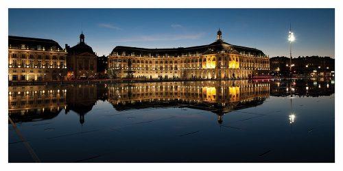Carte postale panoramique de Bordeaux et la Place de la Bouse vers Place des Quinconces la nuit
