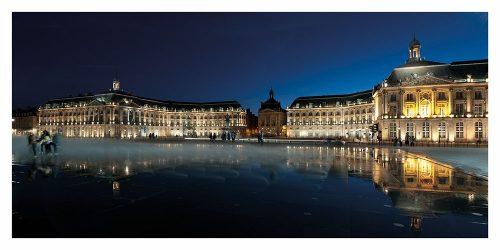 Carte postales panoramique de la Place de la Bourse à Bordeaux la nuit