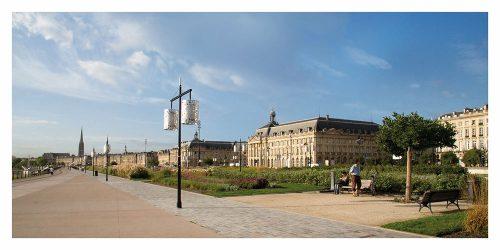 Carte postale panoramique de Bordeaux et ses Quais avec la vue sur Saint Michel